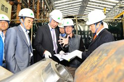 ITER DG Motojima visiting Hyundai Heavy Industries. To verify the design and manufacturing feasibility for the vacuum vessel sectors, HHI has fabricated three types of full scale mockups. (Click to view larger version...)
